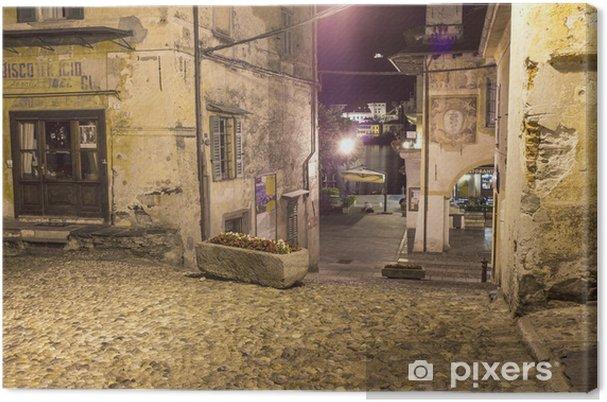 Leinwandbild Orta auf dem Platz bei Nacht 2 Farbe Bild - Europa