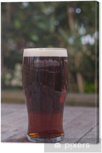 Leinwandbild Pint bitter auf pub Gartentisch - Alkohol