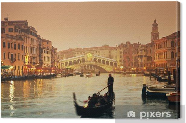 Leinwandbild Rialto-Brücke und Gondeln an einem nebligen Herbstabend in Venedig. - Themen