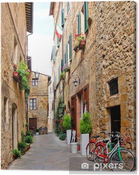 Leinwandbild Schmale Gasse kleinen Stadt in Pienza, Toskana, Italien mit Fahrrädern - Themen