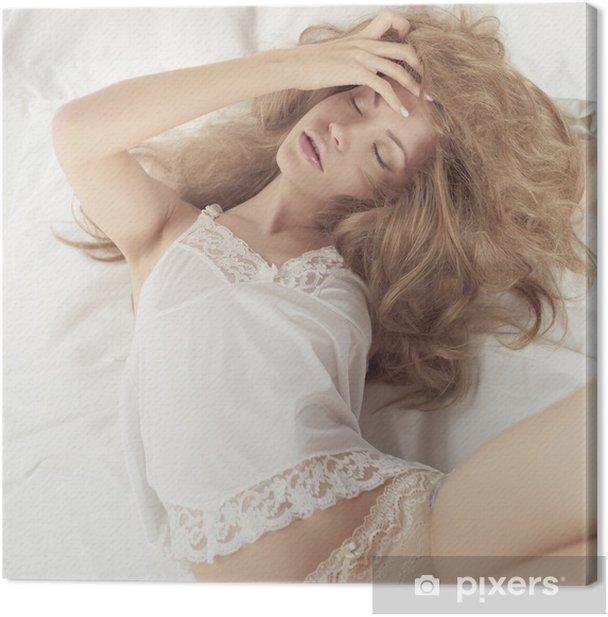 Leinwandbild Sexuelle Frau im Bett - Beauty und Körperpflege