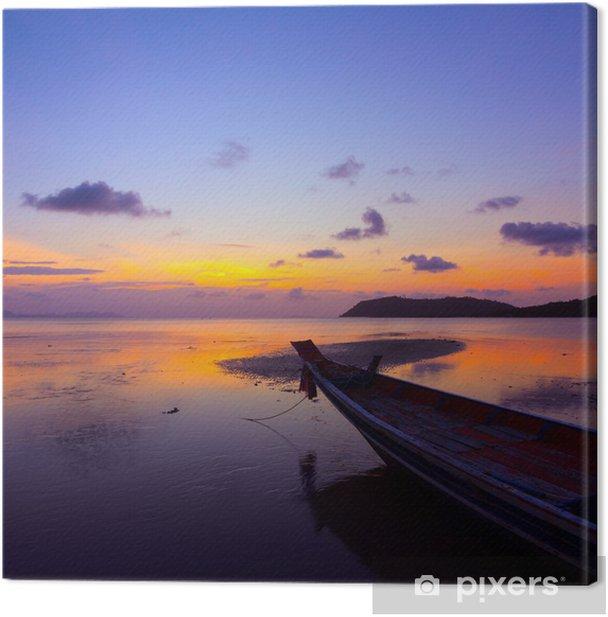 Leinwandbild Sonnenuntergang über Meer mit kleinen Holzboot, Thailand - Boote