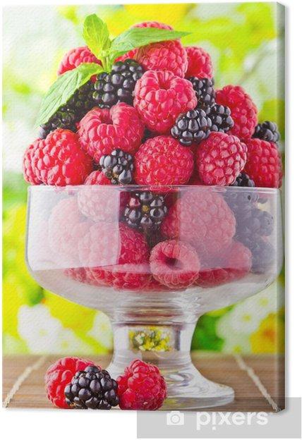 Leinwandbild Süße frische Früchte in glas mit Minze Blatt - Früchte
