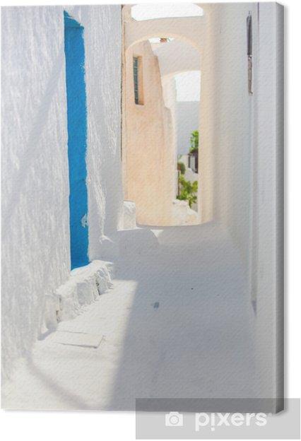 Leinwandbild Traditionelle weiße leere Straße in kleinen Stadt in der griechischen - Wasser
