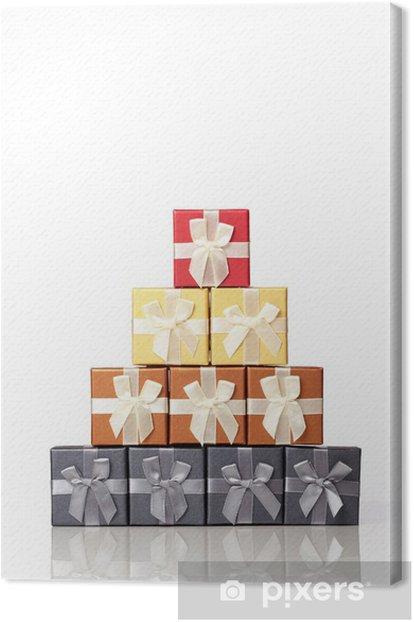 Leinwandbild Verpackte Geschenke in der Form einer Pyramide gestapelt. - Feste