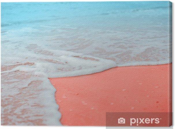 Leinwandbild Weiche blaue Wellen des Meeres mit weißem Schaum am sandigen Strand lebten Korallen kreativ und stimmungsvoll Farbe des Bildes. - Landschaften