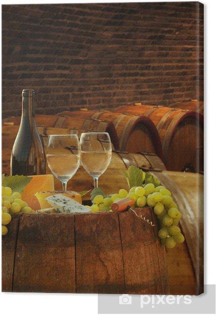 Leinwandbild Weinkeller mit Gläsern Weißwein gegen Fässer - Europa