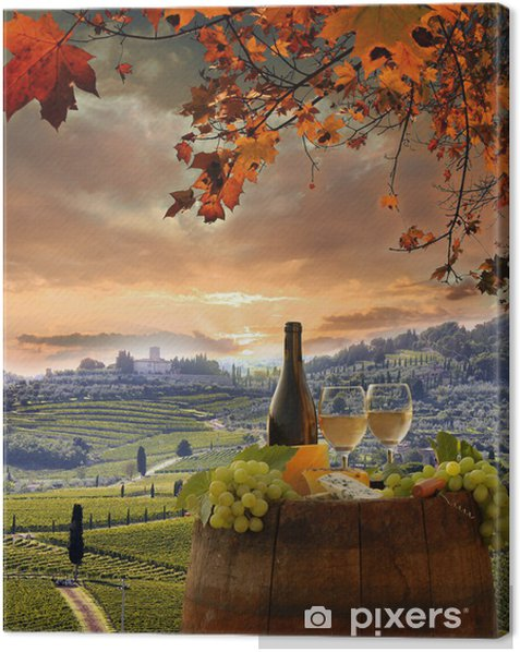 Leinwandbild Weißwein mit Spitzenhülse im Weinberg, Chianti, Toskana, Italien - Herbst