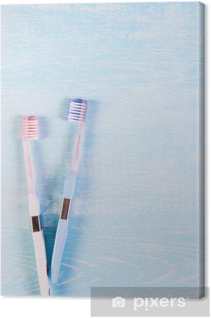 Leinwandbild Zwei Zahnbürsten und Kamillenblüten auf einem hellen Hintergrund. Das Konzept der Naturkosmetik für die Gesundheit. Du mich. Blick von oben - Wissenschaft