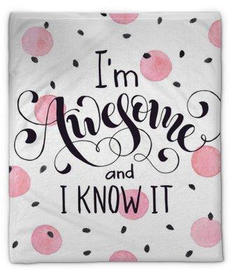 Manta de felpa Soy increíble y lo sé. letras brillantes y modernas para camisetas y diseño de tarjetas de felicitación con manchas de acuarela rosa aisladas sobre fondo blanco.