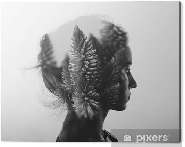 Obraz na Aluminium (Dibond) Kreacja podwójna ekspozycja z Portret młodej dziewczyny i kwiaty, monochromatyczny - Ludzie