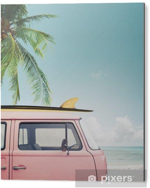 Obraz na Aluminium (Dibond) Vintage samochód zaparkowany na tropikalnej plaży (morze) z deski surfingowej na dachu - Hobby i rozrywka