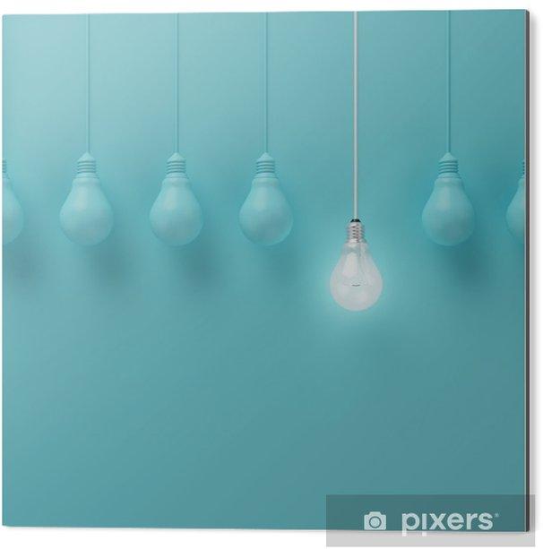 Obraz na Aluminium (Dibond) Wiszące żarówki świecące jeden inny pomysł na jasnoniebieskim tle, minimalne pojęcie idei, płaskiej nieprofesjonalnych, górnym - Biznes