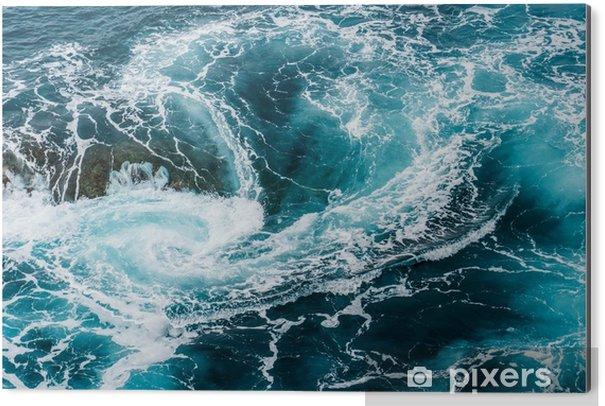 Obraz na Aluminium (Dibond) Zawrotne, wirujące spienione fale wody w oceanie sfotografowane z góry - Krajobrazy