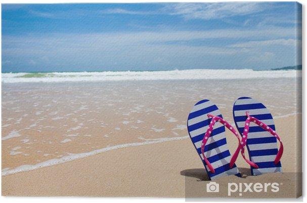 Obraz na plátně Barevné pár flipflop na mořské pláži - Oceánie