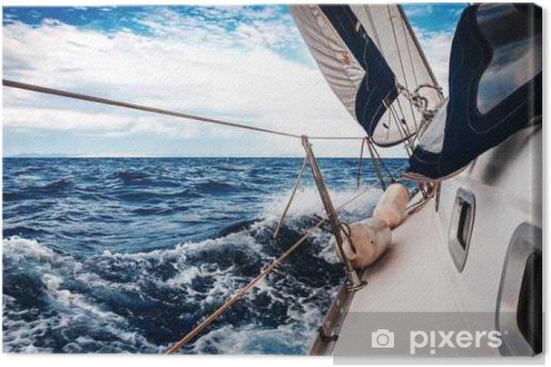 Obraz na plátně Bílé plachty jachet na pozadí moře a nebe v oblacích - Krajiny