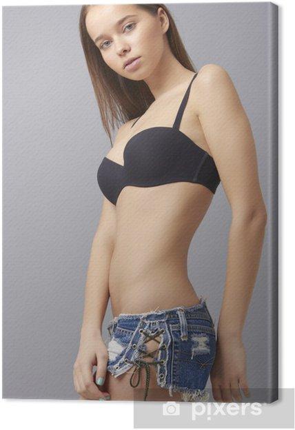 c2f88f538 Obraz Krásná sportovní fitness žena v džínové šortky džínách a podprsence  na plátně