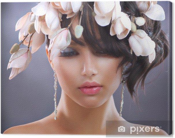 Obraz na plátně Módní Brunette Dívka s Magnolia Květiny. Účes - Žena