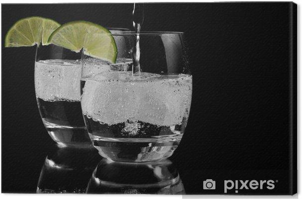 Obraz na plátně Perlivá voda na ledě - Perlivé nápoje