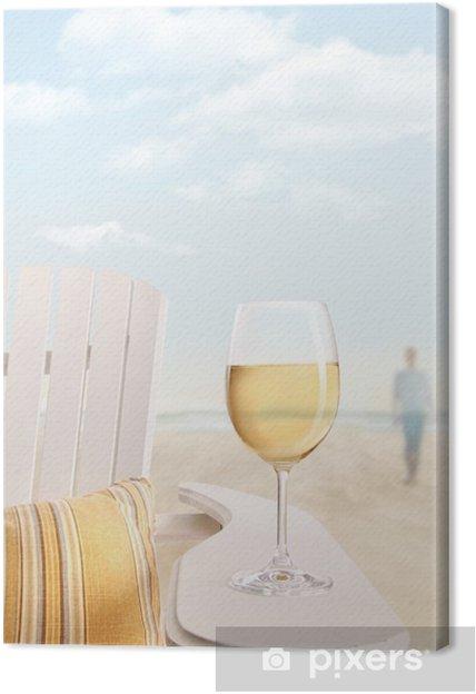 Obraz na plátně Sklenku bílého vína na adirondack židle na pláži - Prázdniny