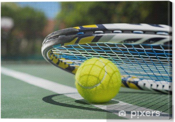 c3d9ccb2806 Obraz na plátně Zblízka pohled na tenisovou raketu a míčky na tenisový kurt  - Tenis