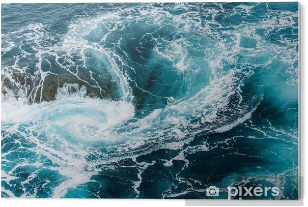Obraz na Pleksi Zawrotne, wirujące spienione fale wody w oceanie sfotografowane z góry - Krajobrazy
