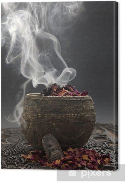 Obraz na płótnie Aromaterapia z płatków róży i figura Buddy - Uroda i pielęgnacja ciała