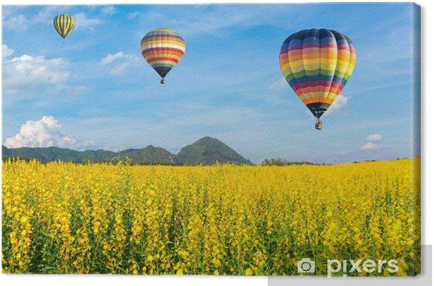 Obraz na płótnie Balon na ogrzane powietrze nad żółte pola kwiatowe z błękitnego nieba - Rolnictwo