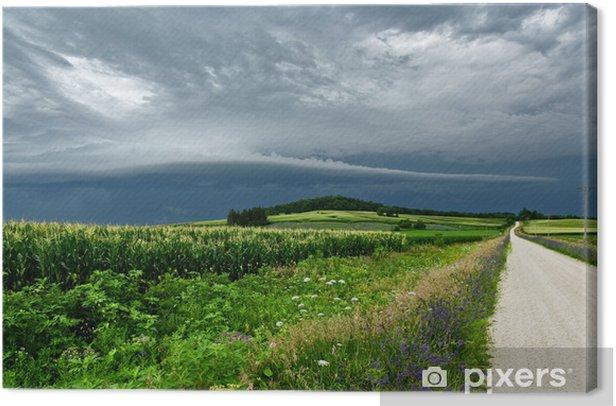 Obraz na płótnie Burzowe chmury nad wiejskiej drodze - Niebo