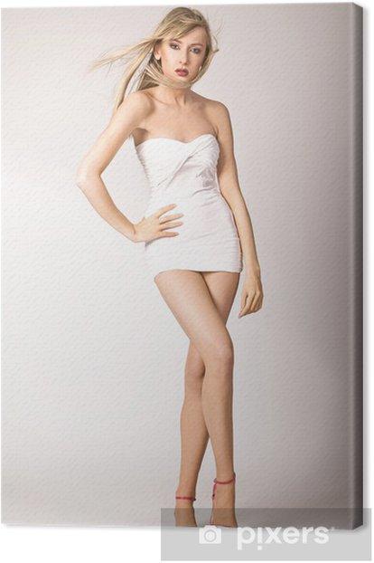 Obraz na płótnie Cute blondynka na wysokich obcasach - Kobiety
