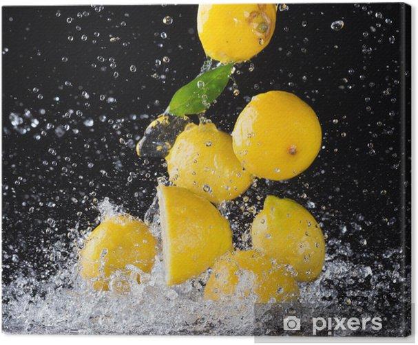 Obraz na płótnie Cytryny w plusk wody na czarnym tle - Posiłki