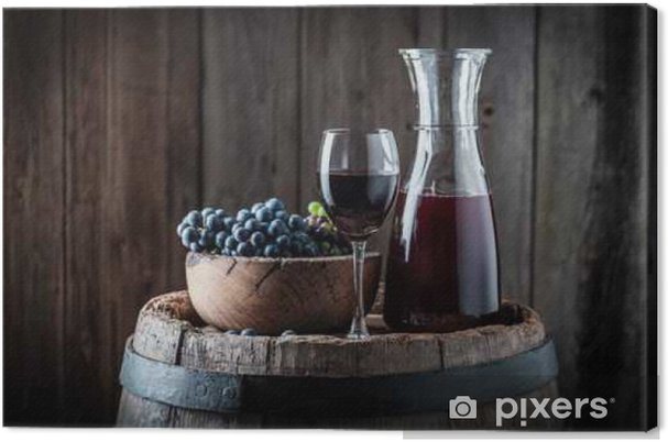 Obraz na płótnie Czerwone wino ze świeżych winogron na drewnianym tle - Napoje