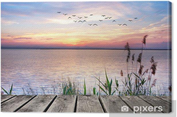 Obraz na płótnie Drewniany pomost na tle zachodzącego słońca -