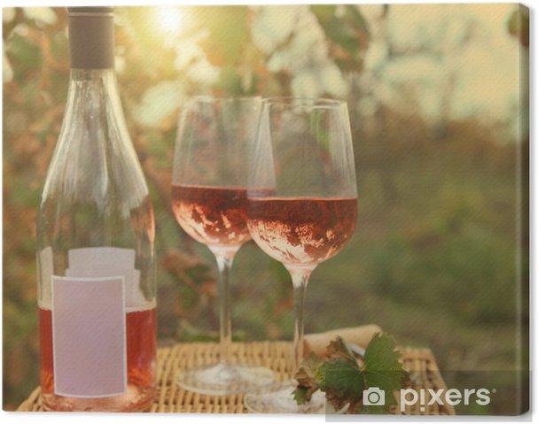 Obraz na płótnie Dwie szklanki i butelki wina wzrosła jesienią winnicy. - Tematy