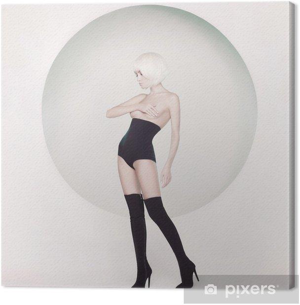 Obraz na płótnie Elegancka zmysłowa kobieta na geometrycznym tle - Ludzie
