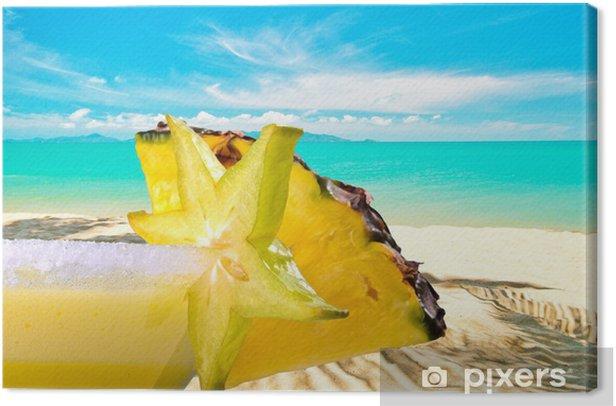 Obraz na płótnie Enjoy: koktajl owocowy z ananasem na karaibskiej plaży - Wakacje