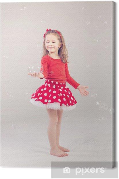 Obraz na płótnie Funny piękne little girl gry z baniek mydlanych - Dzieci