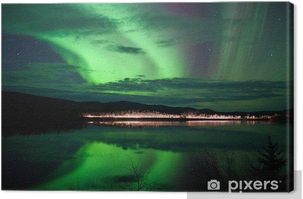 Obraz na płótnie Gwiazdy i Northern Lights ponad ciemną drogą, nad Jeziorem - Cuda natury