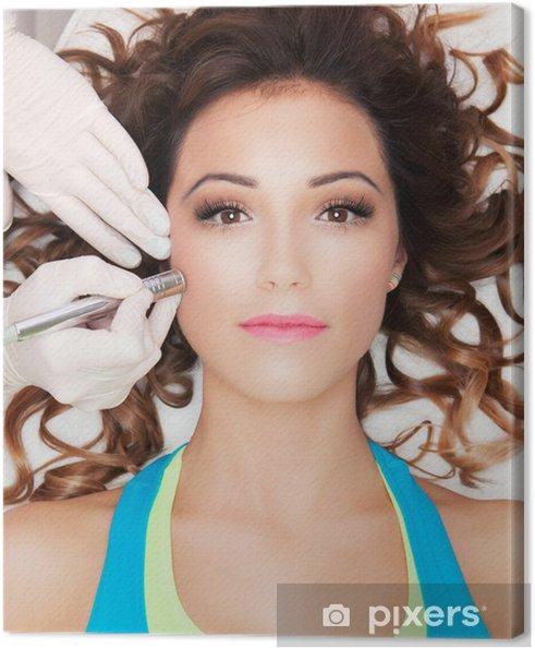 Obraz na płótnie Kobieta coraz laserowy zabieg na twarz w centrum uzdrowiska medycznej - Uroda i pielęgnacja ciała
