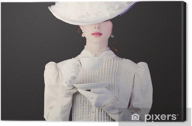 Obraz na płótnie Kobieta w białych ubraniach ery wiktoriańskiej z filiżanką herbaty - Napoje