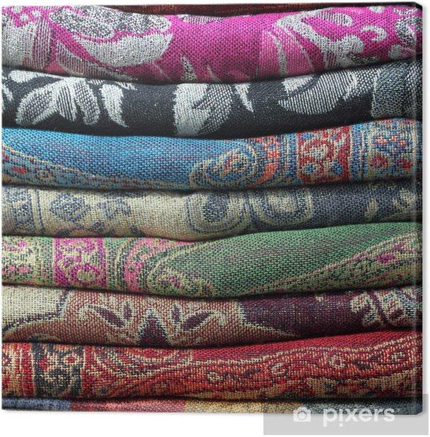 Obraz na płótnie Kupie szale pashmina jako tło - Moda