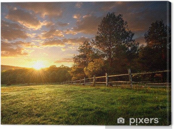 Obraz na płótnie Malowniczy krajobraz, ogrodzony ranczo o wschodzie słońca - Przeznaczenia