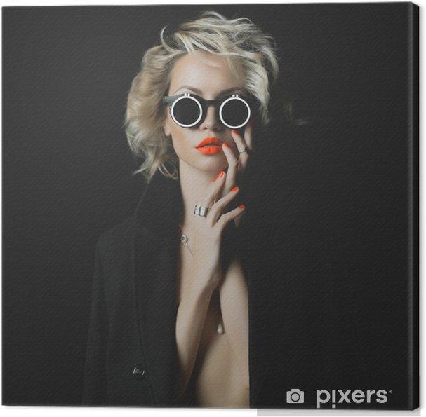 Obraz na płótnie Moda blond z jasnym makijażu i akcesoria - Moda