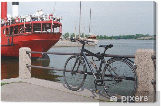 Obraz na płótnie Molo z roweru i czerwone parowiec w Helsinkach - Europa