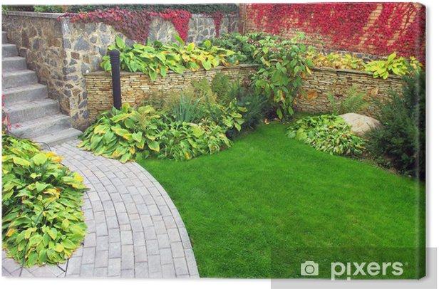 Obraz na płótnie Ogród ścieżki kamień z trawy dorastała między kamieniami - Dom i ogród