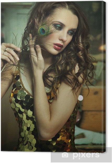 Obraz na płótnie Piękna brunetka w stroju złota - Kobiety