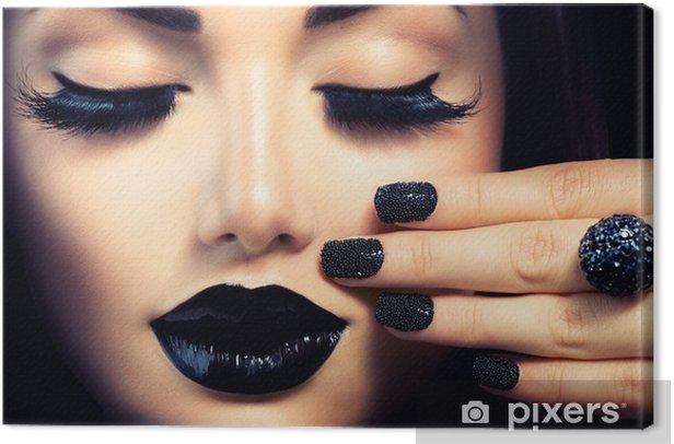 Obraz na płótnie Piękna dziewczyna Fashion Trendy Caviar Black manicure i makijaż - Tematy