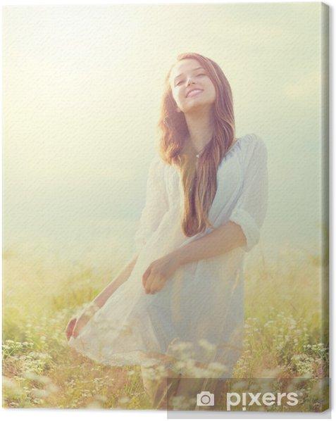 Obraz na płótnie Piękna dziewczyna na zewnątrz korzystających lato natura - Kobiety