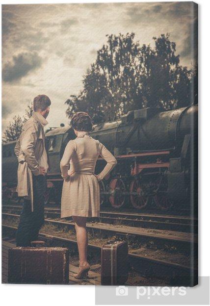 Obraz na płótnie Piękna para z walizkami na stacji kolejowej - Tematy
