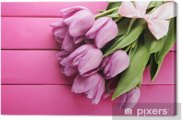 Obraz na płótnie Piękny bukiet fioletowych tulipanów na różowym tle drewnianych - Kwiaty